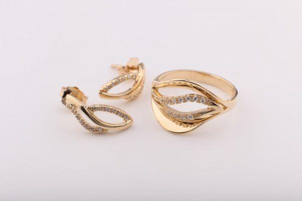 Kőberakásos modern gyűrű, füli nélkül!