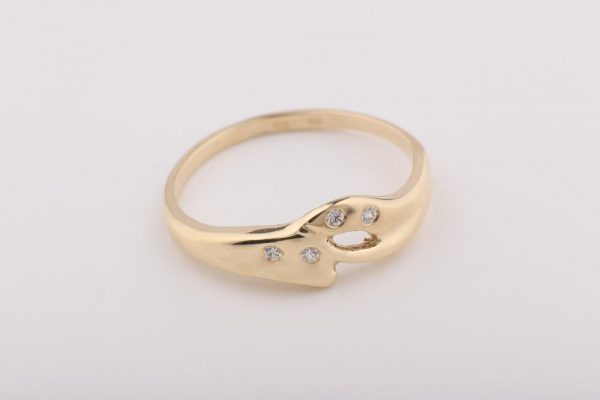 Finom vonalú gyűrű