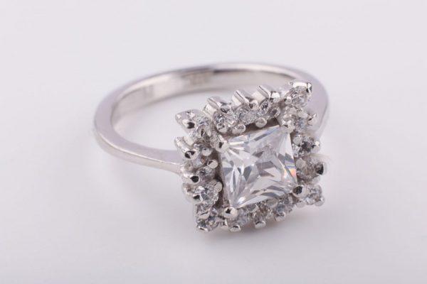 szögletes köves gyűrű