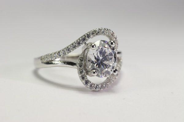hullámos, köves gyűrű